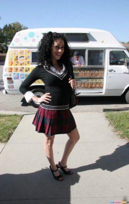 Summer Bailey – Schoolgirl Loves Banging Dick