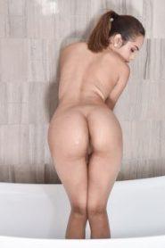 Esperanza Del Horno – Shrimpy Shower Shenanigans